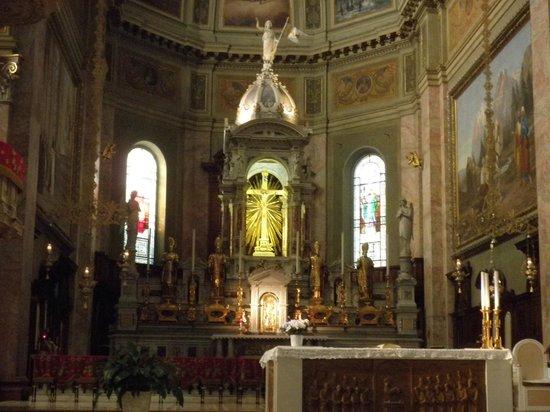 Basilica DI San Martino: Altar