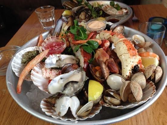 Great seafood platter picture of the seafood bar for Seafood bar van baerlestraat amsterdam