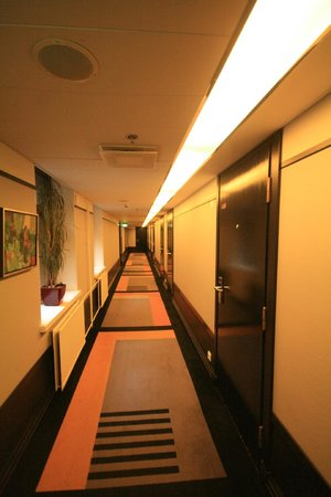 Solo Sokos Hotel Torni : Lovely carpeted art deco corridor