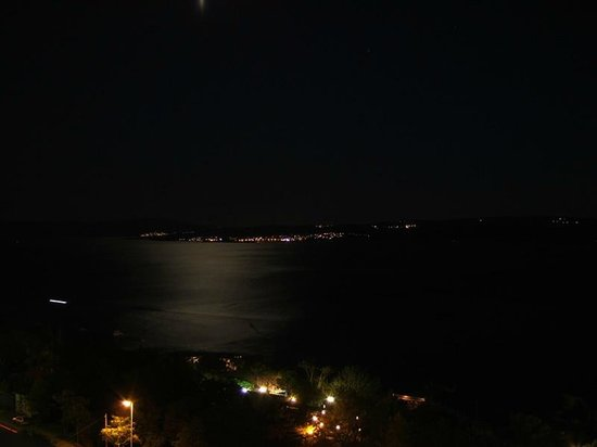 Omorika Hotel: View from the balcony at night
