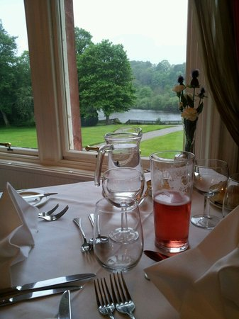 Dryburgh Abbey Hotel: View of the river Tweed from the restaurant.