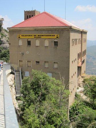 Aeri de Montserrat: Edificio de llegada, en lo alto del monte