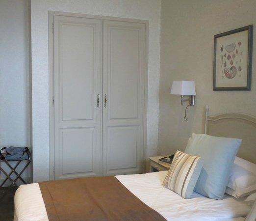 Hotel La Perouse: Plenty of storage