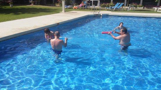 La Barracuda Hotel : buenos ratos en la piscina
