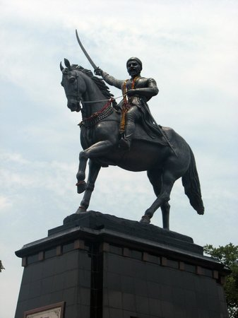Mahabaleshwar Hill Station: Statue of King Shivaji at Pratapgadh Fort