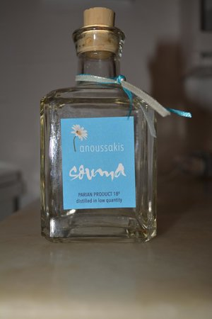 Anezina Village : local liquor presented as a gift
