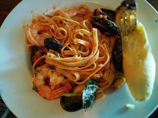 Cork & Bull: Seafood pasta
