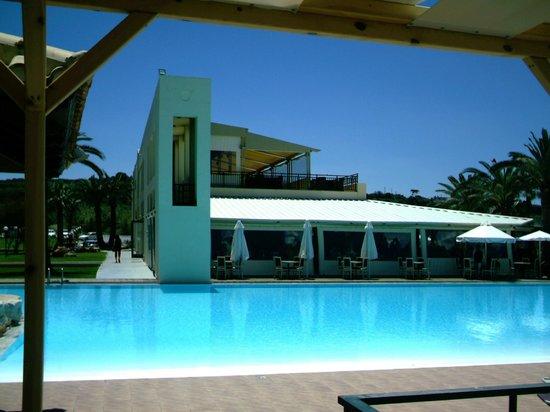 Solimar Aquamarine Hotel : Main hotel - dining room on ground floor overlooking pool