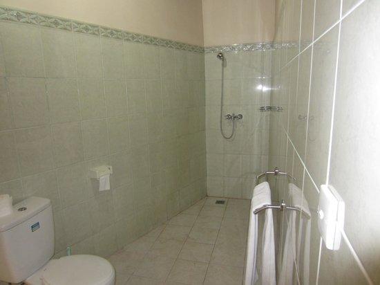 Pondok Bambu : zicht op badkamer