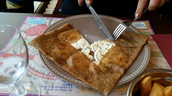 L'Hermine Blanche : goat cheese crepe