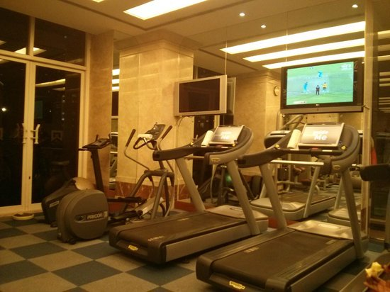 ITC Grand Central: Fitness Center - Large and Very Good