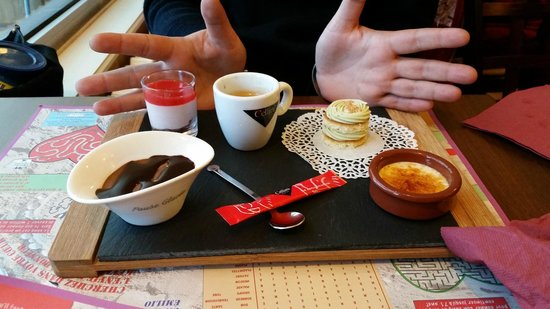 L'Hermine Blanche : you can also have a an array of mini desserts