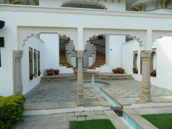 Usha Kiran Palace : Hotel Entrance