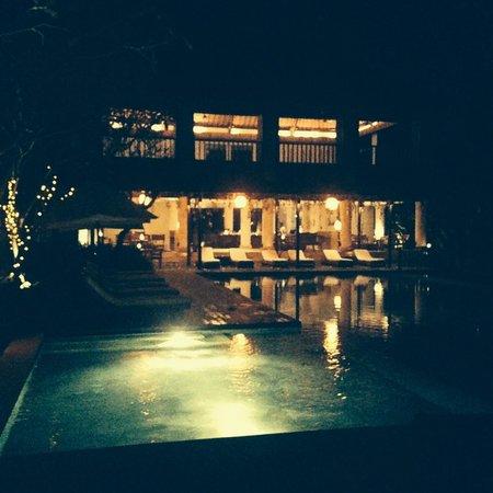 Uma by COMO, Ubud: night view of the bar