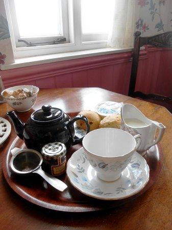 Mrs Knott's Tea-Room: Tea and scones