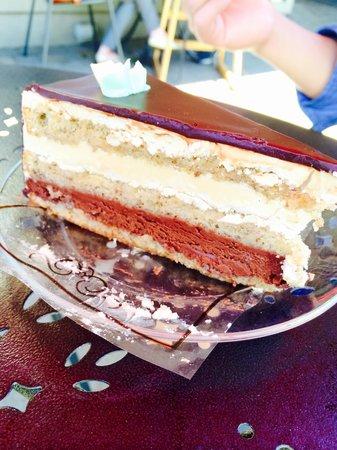 Presti's Bakery & Café: Amazing dessert!