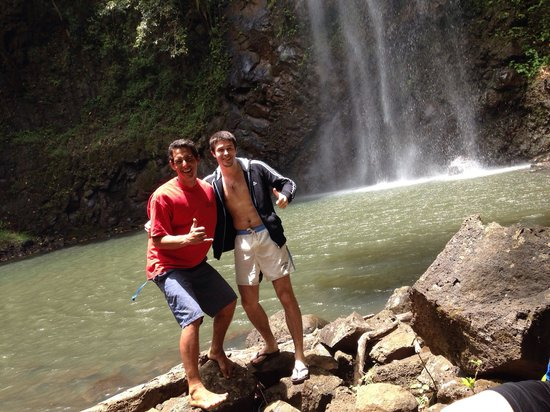 Kayak Wailua : Me and Forest at the waterfall!
