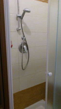 Hotel Milano: Shower