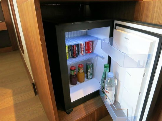 Sofitel Lyon Bellecour: Complimentary mini-bar and coffee/tea