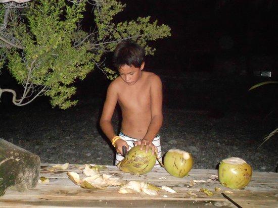 Tevahine Dream : bryan et ces noix de cocos!!