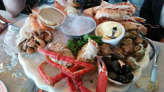 restaurant du port : fruit de mair --for one!!