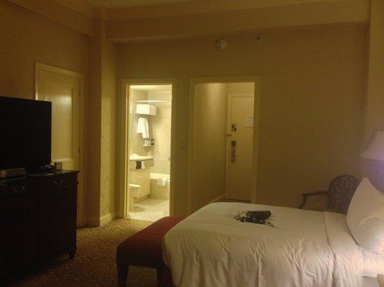 Waldorf Astoria New York: Waldorf bed and bath