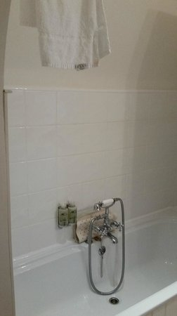 Trenython Manor: No hook to place shower hose to take comfortable shower