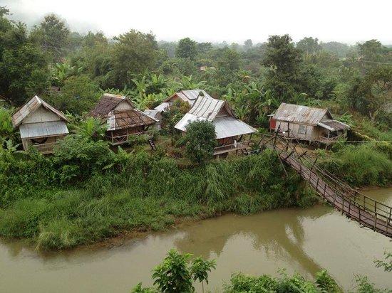 Champa Lao: กระท่อมส่วนตัวพักได้ 2 คน มีห้องน้ำ