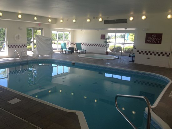 Residence Inn Denver North/Westminster: Indoor pool and jacuzzi