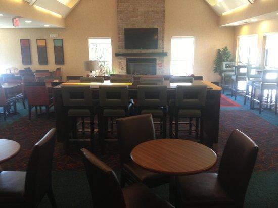 Residence Inn Denver North/Westminster: Breakfast dining area