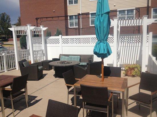 Residence Inn Denver North/Westminster: Patio area