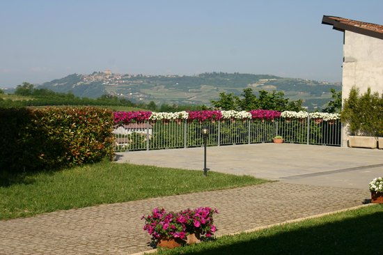 Cascina La Corte: View from the grounds