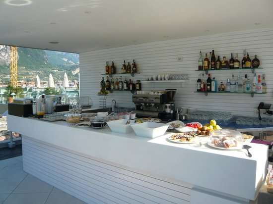 Hotel Kristal Palace - Tonelli Hotels: Bar /Frühstücksbüffet Dachterasse