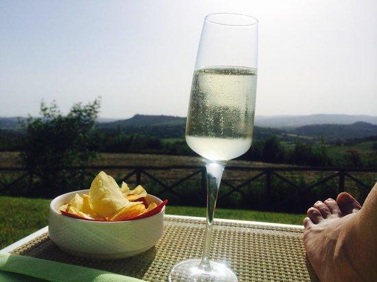 Saturnia Tuscany Hotel : Aperitivo bordo piscina