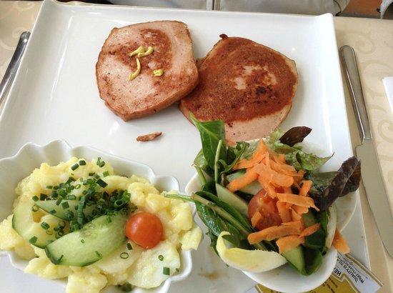 Schlosscafe im Palmenhaus: Carne de pouco com legumes e salada