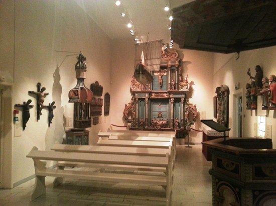Tromso Museum: Capelinha da exposição de arte religiosa