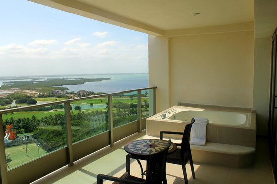 Great Parnassus Family Resort: Lagoon view room, with a Jacuzzi