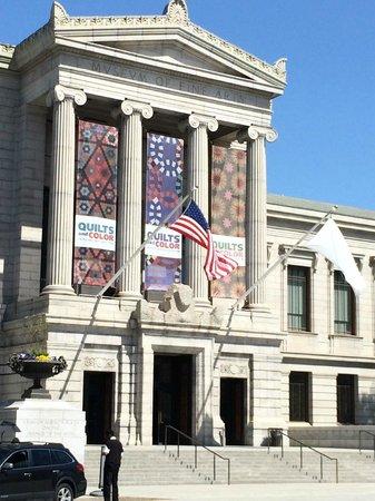 Museo de Bellas Artes: The Huntington Avenue entrance