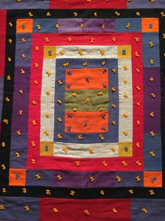 Museo de Bellas Artes: From Quilts and Color, a 1920 era quilt from Maine
