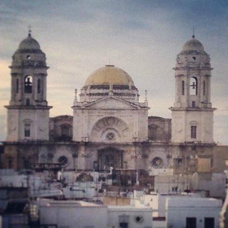 Catedral de Cádiz: de lejos