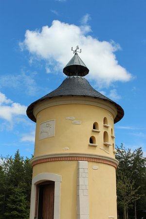 Center Parcs - Domaine des Trois Forets: tower at petting zoo