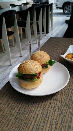 Trussardi alla Scala: mini hamburgher di accompagnamento agli aperitivi