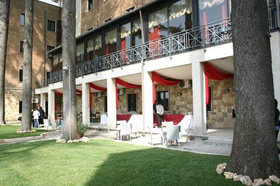 Esterno ristorante picture of l 39 oasi nel parco rome for L esterno di un ristorante