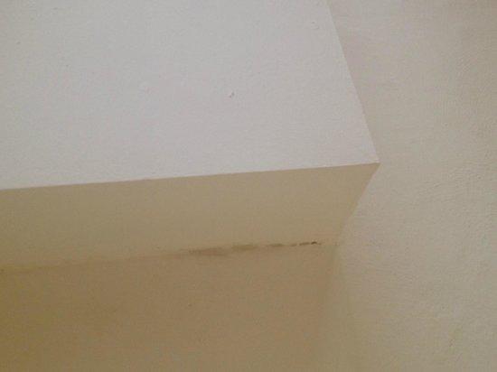Schlafzimmer Stockflecken An Abgehangender Decke Picture Of