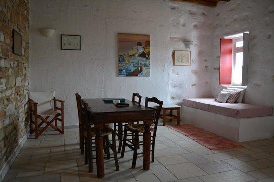 Anezina Village : condo dining area