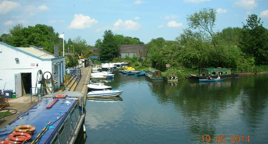Lee Valley Boat Centre  |  Old Nazing Road, Broxbourne EN10 6LX, England