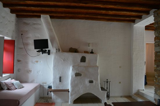 Anezina Village : fireplace/living room area