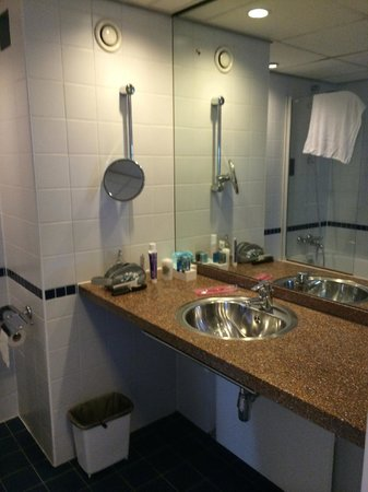Dorint Airport Hotel Amsterdam: Bathroom Executive Room - 6th floor