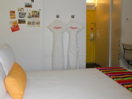Saguaro Scottsdale: Bathrobes for our use