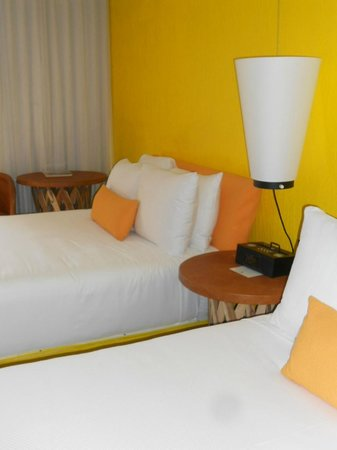 Saguaro Scottsdale: Vibrantly colored room at The Saguaro